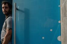 lissabon-mann-im blauen-rahmen