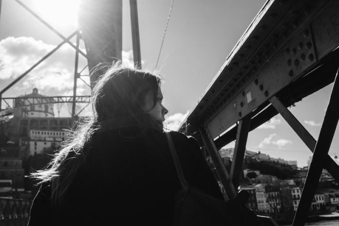 porto-woman-on-bridge