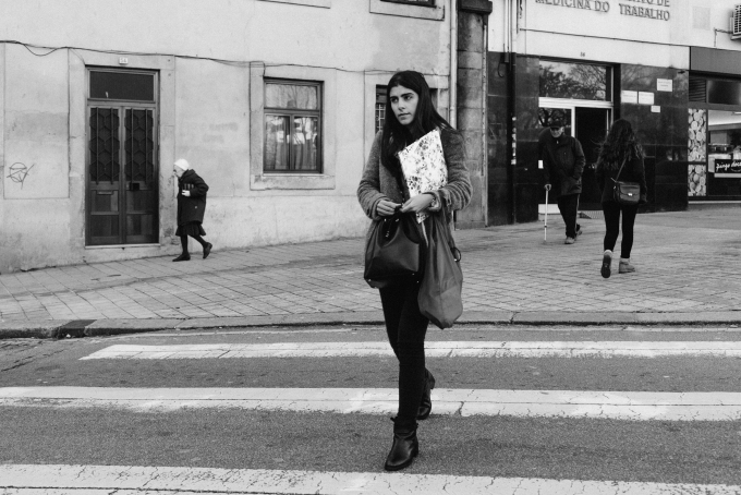 porto-street-scene-with-melancholic-woman