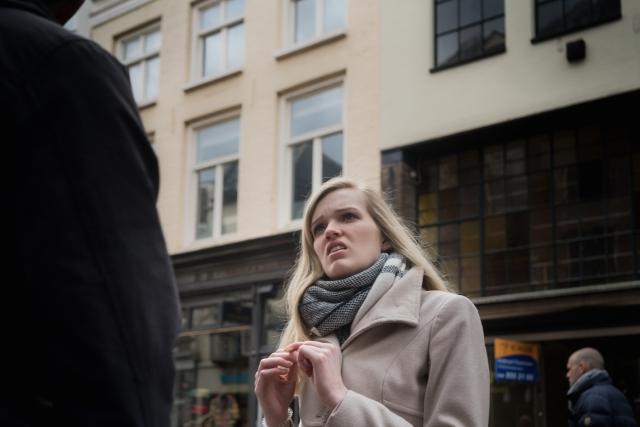 arnhem-shopping-blonde-woman