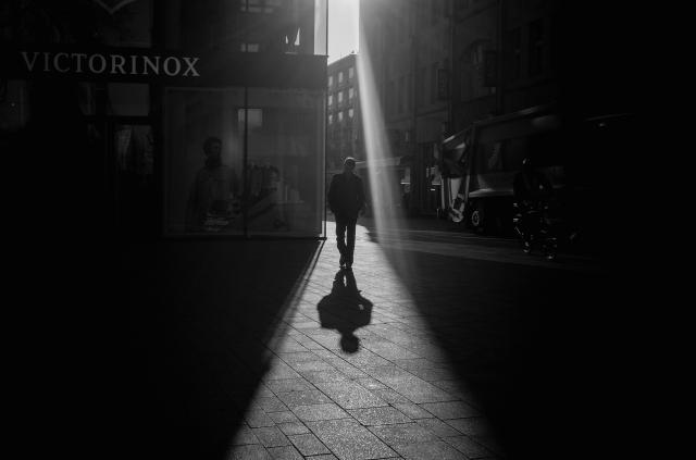 street-photography-b/w-near-cathedral-II