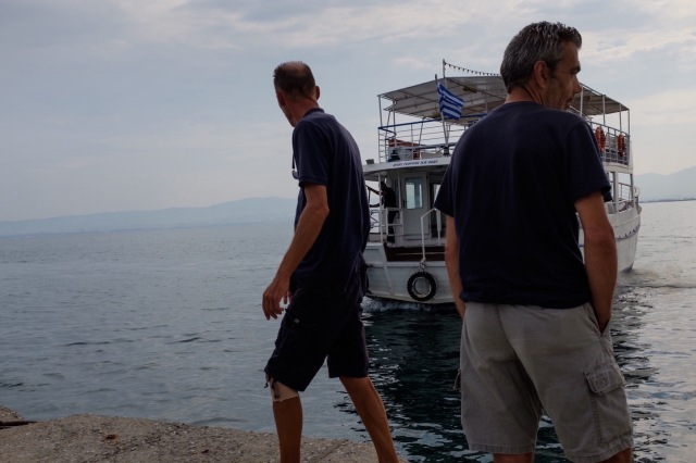 travel-greece-neiepivates-waiting-for-ferryboat-III