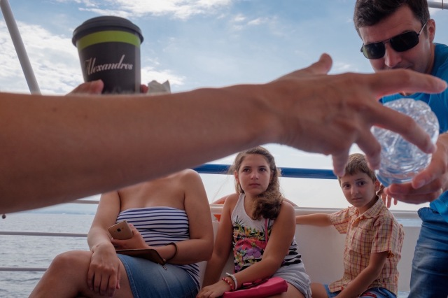 travel-greece-neiepivates-waiting-for-ferryboat-II
