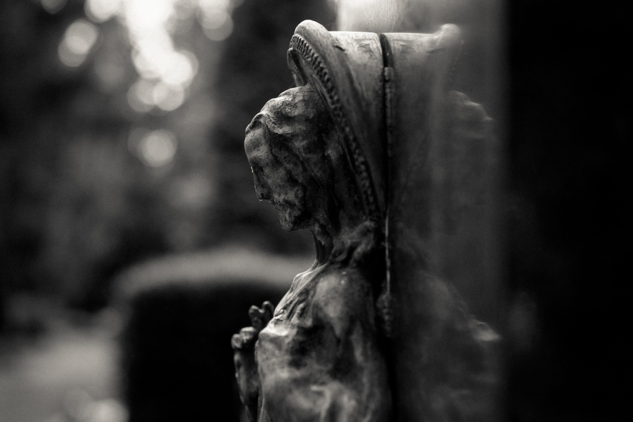 cologne-melatenfriedhof-mirrored-jesus