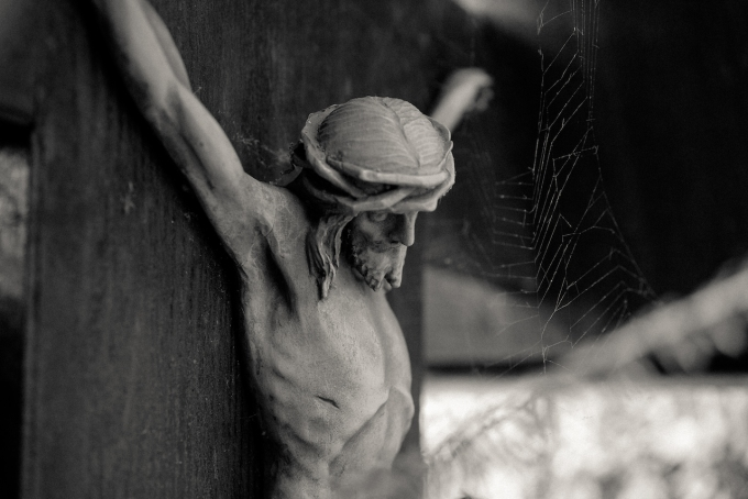 cologne-melatenfriedhof-jesus-spiderweb