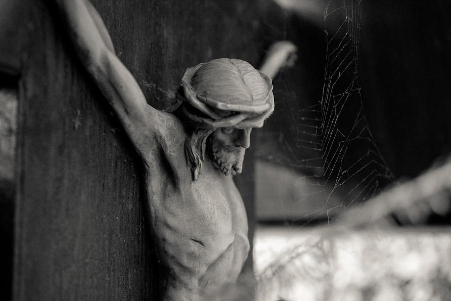 cologne-melatenfriedhof-jesus-spiderweb