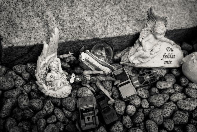 cologne-melatenfriedhof-little-child