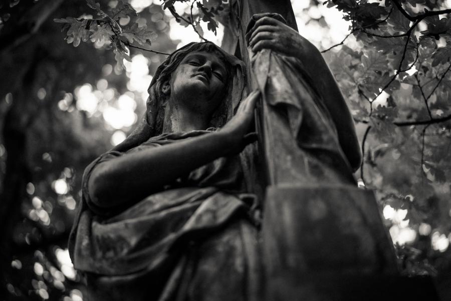 cologne-melatenfriedhof-angel-cross
