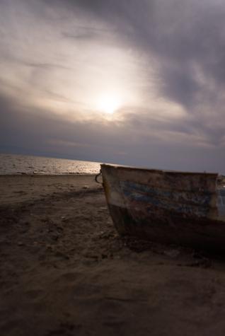 navidsonstreets-travel-balkans-greece-neamichaniona-beach-bluehour-05548