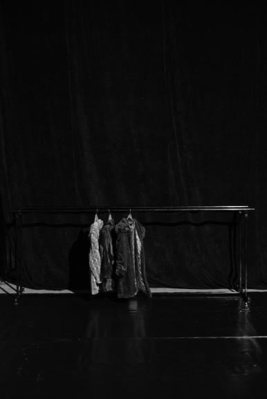 Mäntel von der Kostümabteilung des Theaters in Shumen